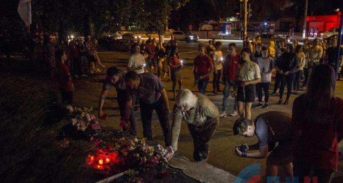 В Луганске прошла акция памяти, посвященная погибшим 6 лет назад во время обстрела квартала Солнечный