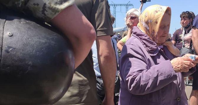 Луганчан предупреждают об аферистах на КПВВ «Станица Луганская»
