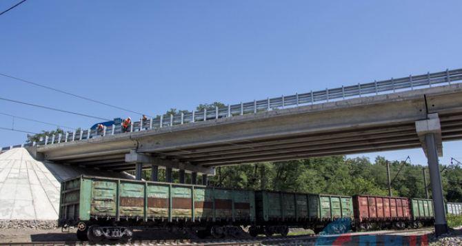 Открыто движение через Штеровский автомобильный мост, который был взорван в мае 2018 года. ФОТО