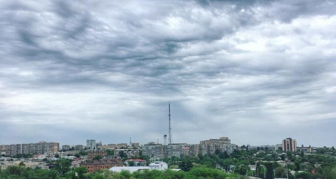 В Луганске 31июля температура 31 градус, гроза, кратковременный дождь, град