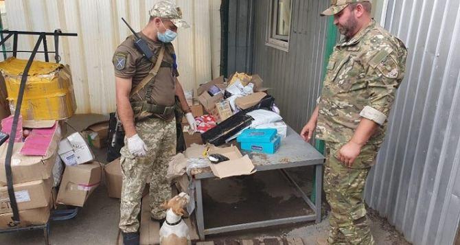 На КПВВ «Станица Луганская» у женщины отобрали 740 таблеток