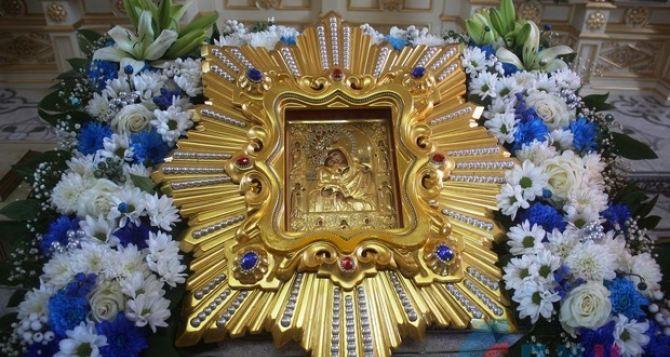 Праздничное богослужение в честь Почаевской иконы Божией Матери прошло в луганском храме. ФОТО