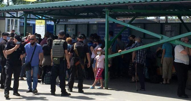 Какие ограничения будут при пересечении КПВВ,  рассказал Премьер-министр Украины