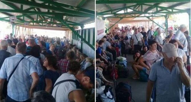 Что происходило на КПВВ «Станица Луганская» когда сломалось «Дій вдома». ФОТО
