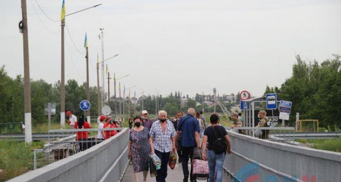 К концу недели поток в Луганск через КПВВ в Станице увеличился