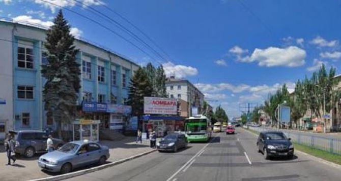 В Луганске перенесены остановки городских автобусных маршрутов с улицы Советской