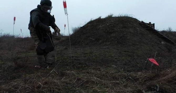 Саперы обнаружили 11 снарядов и 19 мин в Новоайдарском и Попаснянском районах