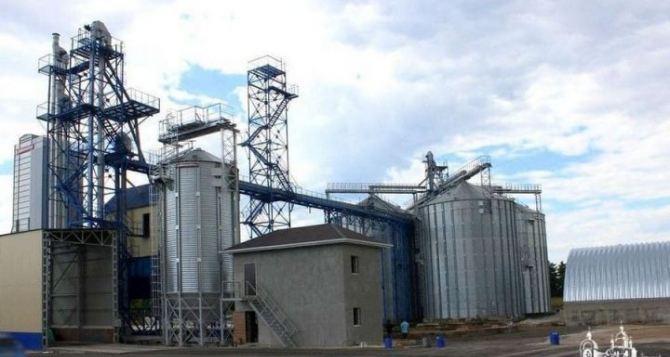 В Рубежном построили элеваторный комплекс на 30 тыс тонн зерна.