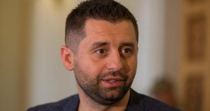 Рада не поддержит предложение Кравчука о выборах в ОРДЛО,— Арахамия