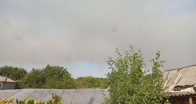 Люди с КПВВ «Станица Луганская» шлют фото степных пожаров. ФОТО