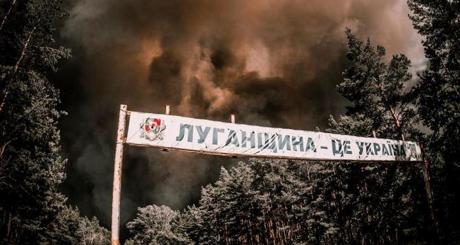 В Луганской области от пожаров загорелась военная техника. Началась детонация боеприпасов и мин