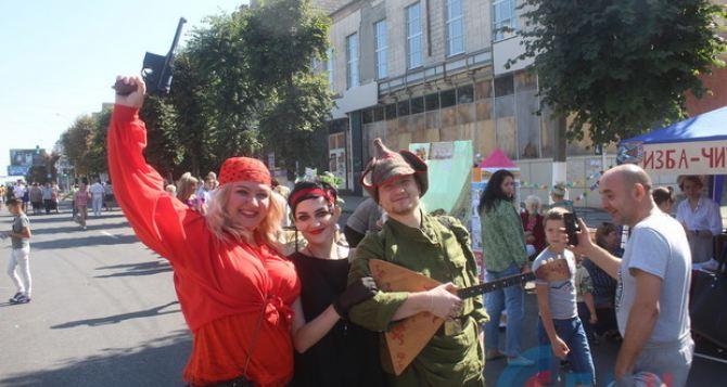 В центре Луганска продолжается празднование 225-летия города. ФОТО