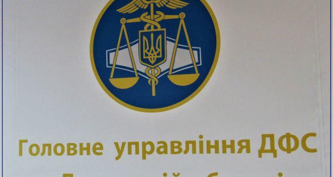 На границе сРФ налоговая милиция Луганской области обнаружили и изъяли автомобиль с контрабандным товаром на 10 млн. грн
