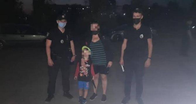 Пятилетний мальчик потерялся вчера вечером в лесу под Рубежным.