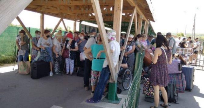 За неделю КПВВ «Станица Луганская» пересекли более 22,5 тысяч человек.