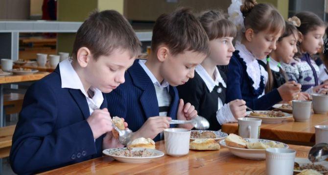 За некачественное питание школьников будут наказывать руководителей регионов