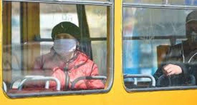 В Луганске ужесточили масочный режим и запретили массовые мероприятия с участием более 50 человек
