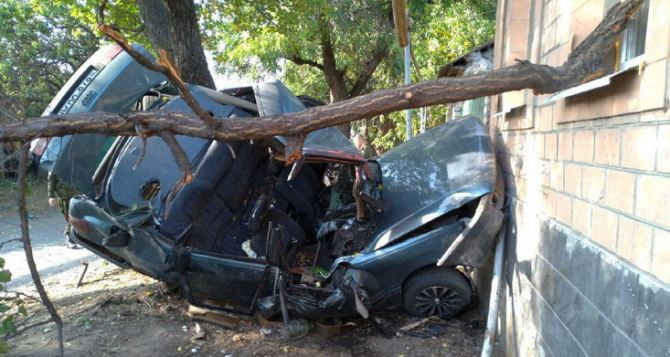 Страшная авария произошла в Луганске. Добавлено ФОТО