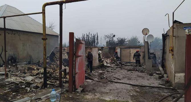 Сгорело как минимум 45 домов и зданий. Эвакуировано 120 человек. Угрозы Северодонецку нет. ВИДЕО
