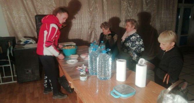 Людей которые не смогли пересечь КПВВ «Станица Луганская» приютили жители станицы