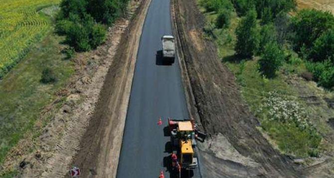 На ремонт 40 км дороги в Луганской области дали больше миллиарда гривен. Тендеры выигрывают одни и теже фирмы
