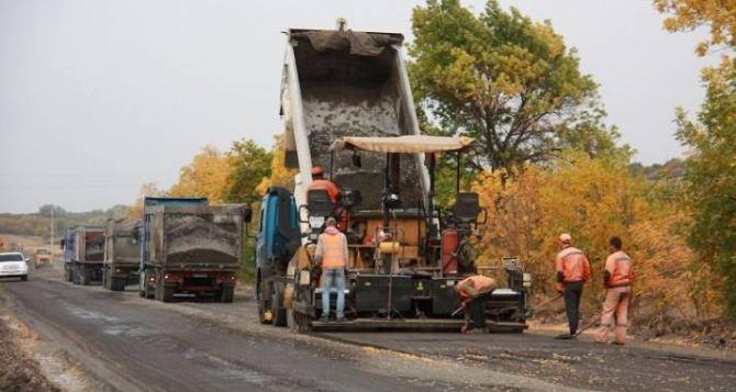 Продолжается ремонт дороги между Северодонецком и Золотым