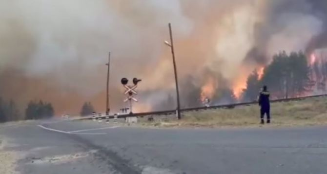 Пожар вспыхнул с новой силой у Нижнетеплого, детонируют боеприпасы. Огонь угрожает электроподстанции,