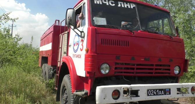 Пожар угрожал газораспределительной станции на окраине Луганска