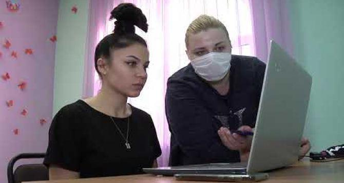 Как проходят онлайн занятия во Дворце детского и юношеского творчества в Луганске