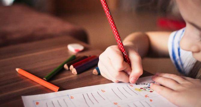 Луганский детский сад получил подарки от жителей Италии