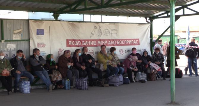 Более 80 человек из списка МИД на пересечение КПВВ не смогли попасть в Луганск