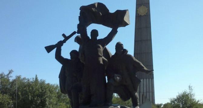 Памятники героям ВОв реконструируют в Луганске