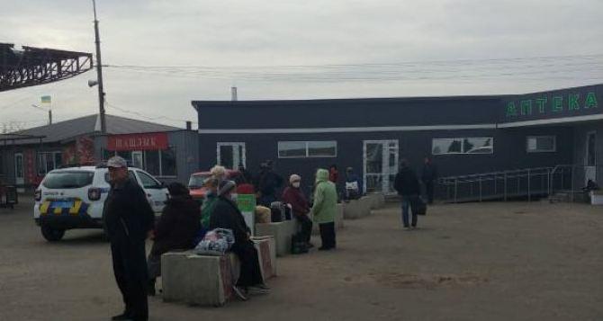 Ситуация сегодня на КПВВ «Станица Луганская»: кого пускают, а кого нет. ФОТО