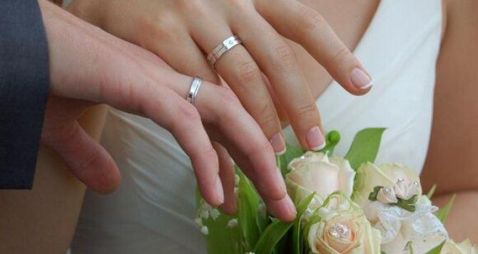 Почти полтысячи несовершеннолетних браков зарегистрировали в этом году в Украине