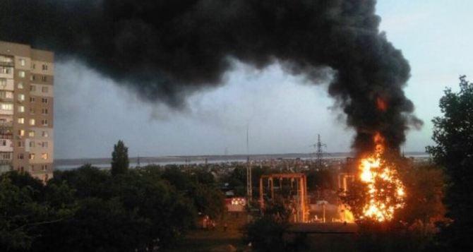 В Стаханове сгорела подстанция. Без света— 11 многоэтажек, школа, банк