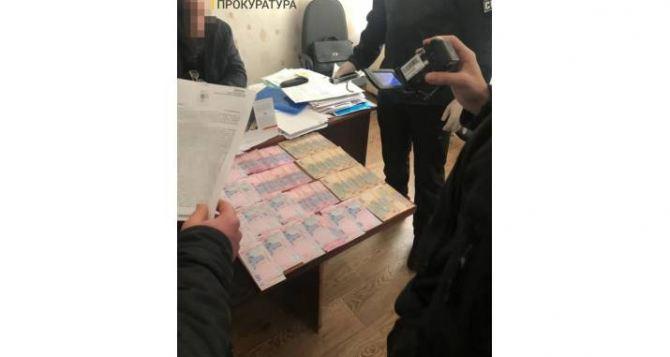 Очередной чиновник в Луганской области попался на взятке