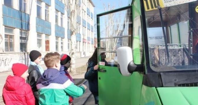 Льготный проезд для луганских школьников во время очно-заочного обучения не отменен