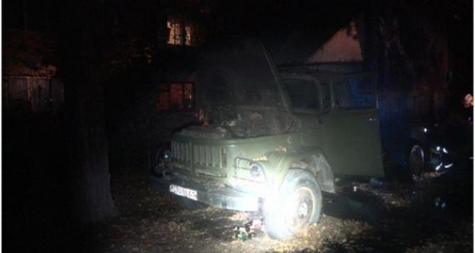 В Луганске БОМЖ поджег машину с газовыми баллонами, чуть не погиб сам, и чуть не взорвал квартал Ватутина