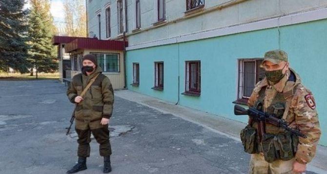В Луганске усилили патрулирование улиц и досмотр транспортных средств. ФОТО