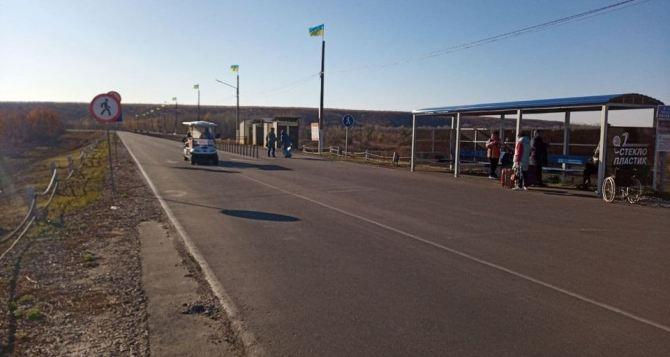 На КПВВ «Станица Луганская» снова запустили электрокары для подвоза людей