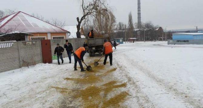 Администрация Луганска напомнила жителям, кто обязан очищать свои территории от снега и наледи