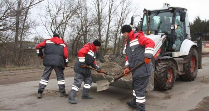 В Луганске до снега успели уложить асфальт еще на 4-х улицах города