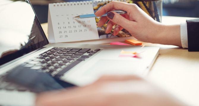Календарь рабочих и праздничных дней  на 2021 год опубликовали в Луганске