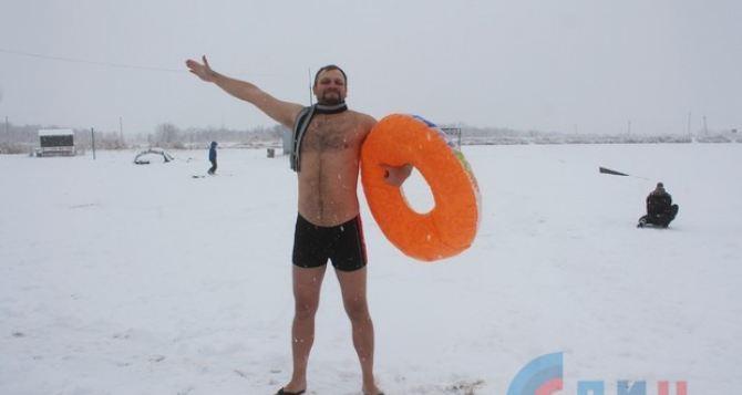 Луганские моржи открыли зимний плавательный сезон. ФОТО