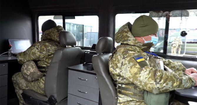 Через КПВВ «Счастье» пытались проехать в сторону Луганска два человека на автомобиле.