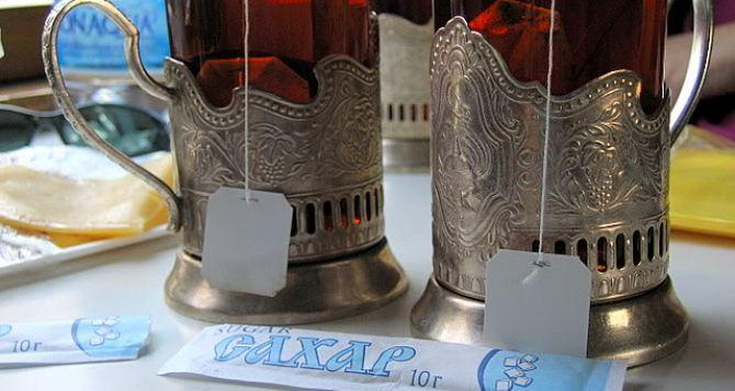 «Укрзалізниця» с завтрашнего дня возобновляет продажу чая и кофе в пассажирских поездах