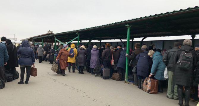 В понедельник КПВВ в Станице смогли пересечь 1562 человека
