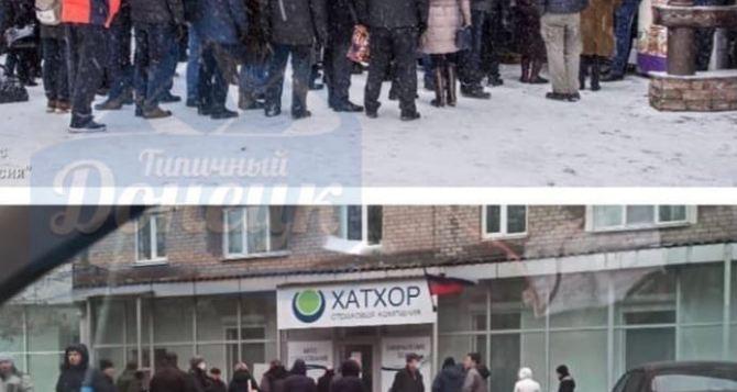 В Донецке стоят очереди на оформление автострахования