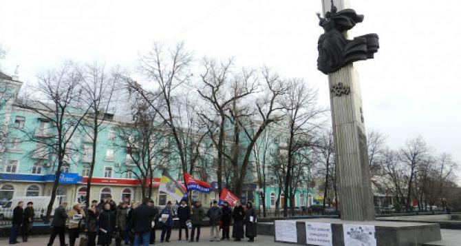 В Луганске закончили реставрацию Пилона славы в центре города