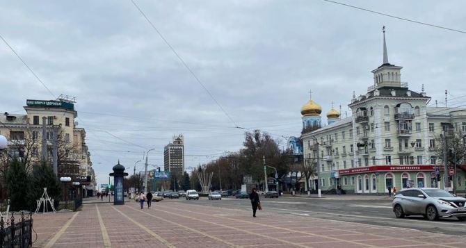 Завтра в Луганске, облачно, сильный ветер, гололед, минус 3 градуса днем.